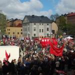 Vänsterpartiets tåg är på Medborgarplatsen, redo att gå mot Kungsträdgården