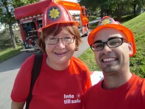 Vänsterpartiets brandkår var på plats. En enda uppgift för Rosa och Dario: rädda välfärden!